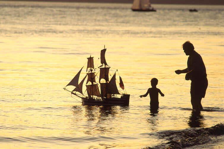 Câu chuyện về vợ chồng trên con tàu bão táp - Bài học cuộc sống