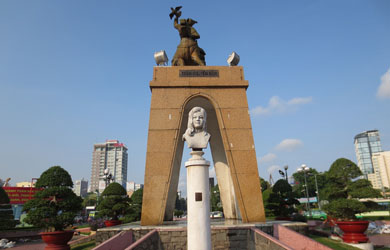 Bài thơ về sự kiện di dời tượng đài Quách Thị Trang