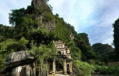 Núi đá Hoa Lư và những chùa động