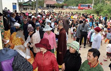 Đăk Nông: Ban Hoằng Pháp Tặng quà Tết cho đồng bào Mông
