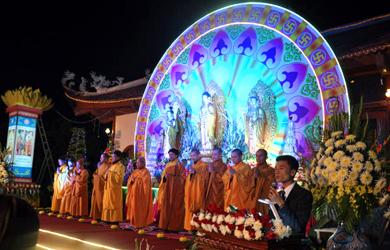 Hà Nam: Hoa đăng vía Đức Phật A Di Đà tại chùa Ninh Tảo