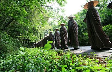 Nghi Thức Cổ Phật Khất Thực Trong Giới Đàn Phật Giáo Bắc Truyền