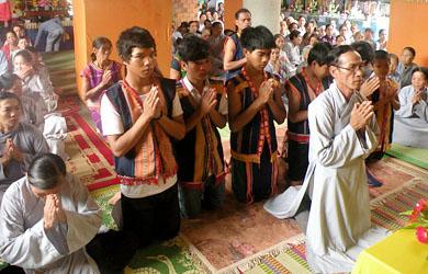 Vu Lan về: Người Dân Tộc Gia Rai xuất gia đầu Phật