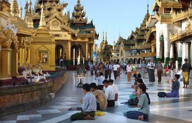 Lung linh Chùa Vàng Shwedagon ở Yangoon - Myanmar