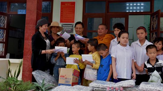TX Lộc Uyển và TX Ngọc Chơn cứu trợ tại huyện Quảng Trạch tỉnh Quảng Bình