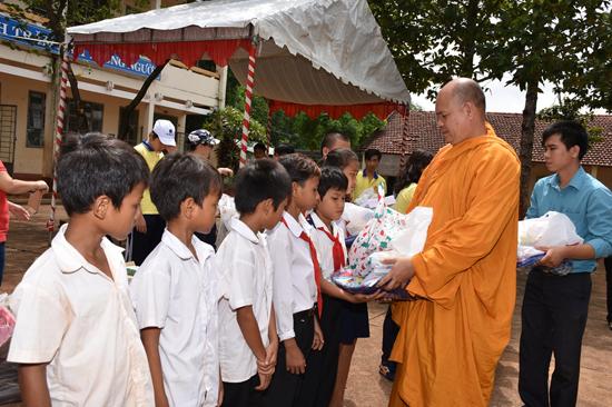 Tịnh xá Lộc Uyển từ thiện tại Bình Long