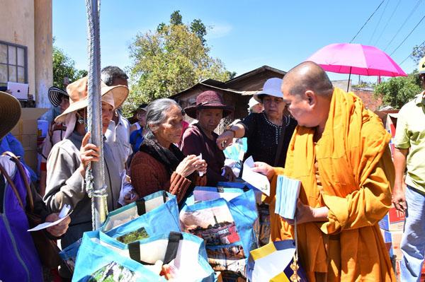 Giáo đoàn 6: Tịnh xá Lộc Uyển và Ngọc Chơn đi từ thiện tại Lâm Đồng