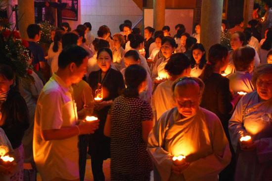 Tịnh xá Lộc Uyển tổ chức lễ hoa đăng vía Di Dà