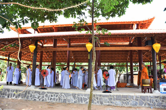 Bình Chánh: Tịnh thất Kỳ Viên lần đầu khai giảng lớp Bát Quan Trai