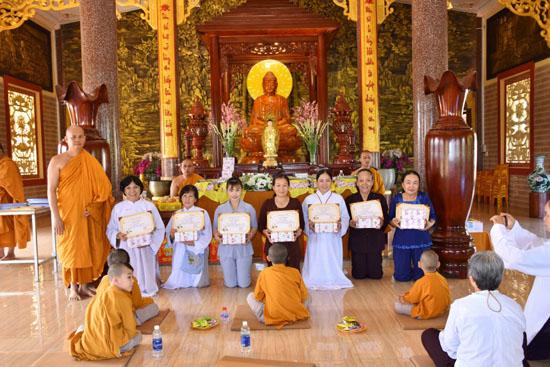 Bình Phước: Tịnh xá Ngọc Chơn tổng kết lớp Bát quan trai