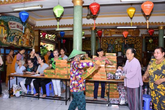 Lộc Uyển: Phát quà từ thiện tháng vu lan