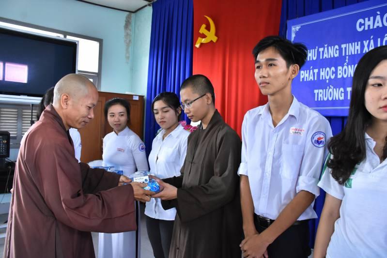 Lộc Uyển từ thiện tại Mõ Cày Nam - Bến Tre