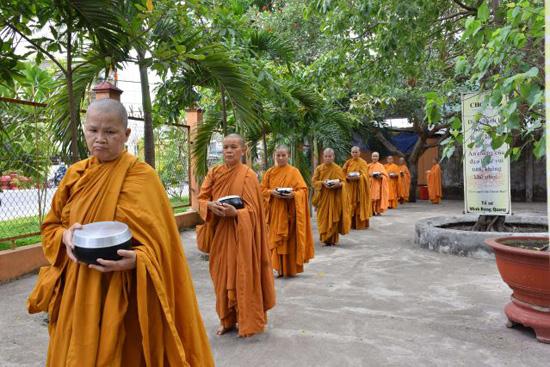 Những người con gái Phật đang thực hành pháp môn Giới – Định  - Tuệ